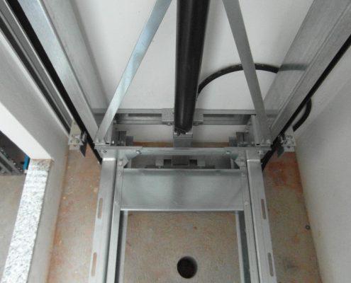 Arcata per home lift a spinta diretta vista fossa. casa privata.