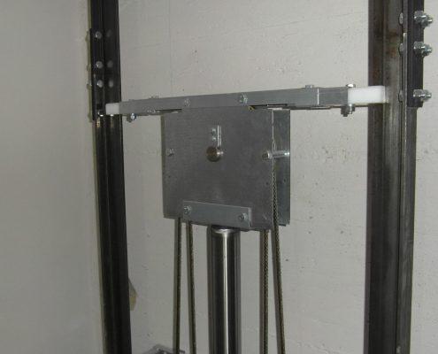 Arcatina per home lift montata su pistone.
