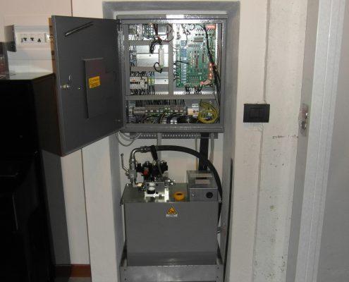 Centralina per home lift modello 03-E motore immerso.