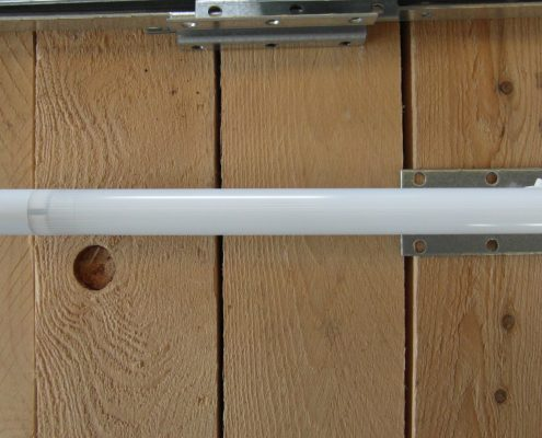 Lampada per illuminazione vano ascensore. Vista lato sinistro