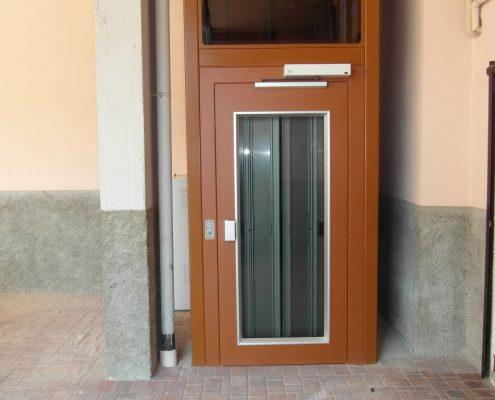 Porta a battente panoramica per ascensore con apriporta