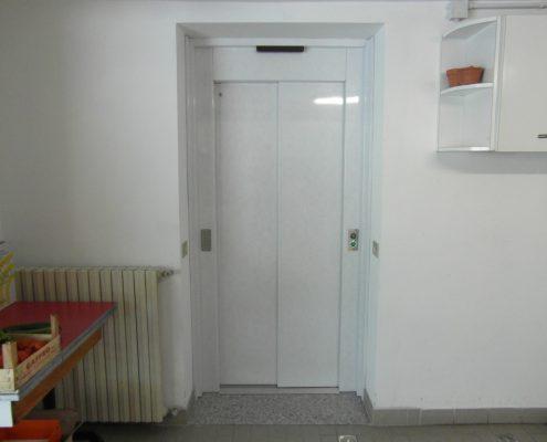 Porta scorrevole per ascensore chiusura sx , colore PPS 10