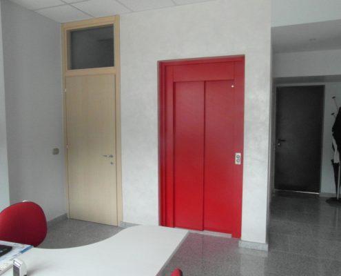 Porta scorrevole per ascensore chiusura dx colore rosso